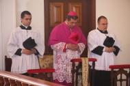 D. José Aparecido com seminaristas do Instituto Bom Pastor: Thiago Bonifácio (à esq.) e Marcos Mattke (à dir.)