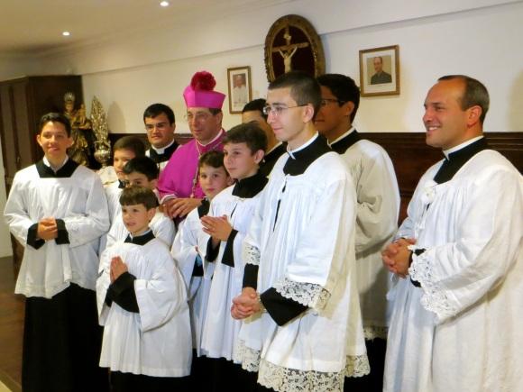 Dom José Aparecido; Pe. Daniel Pinheiro (ao fundo), Pe. Matthieu Raffray (à dir.); seminarista Ivan Chudzik (à frente)