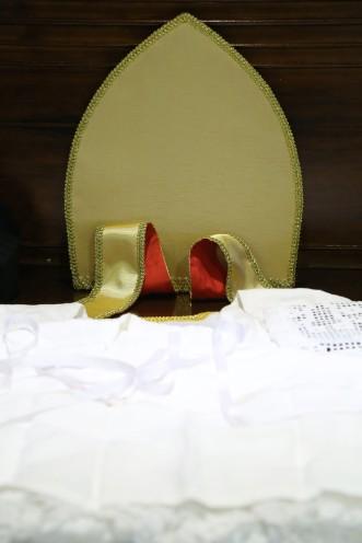 Mitra dourada
